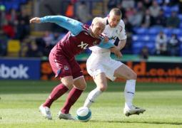 Ashton Backs Wanderers To Survive